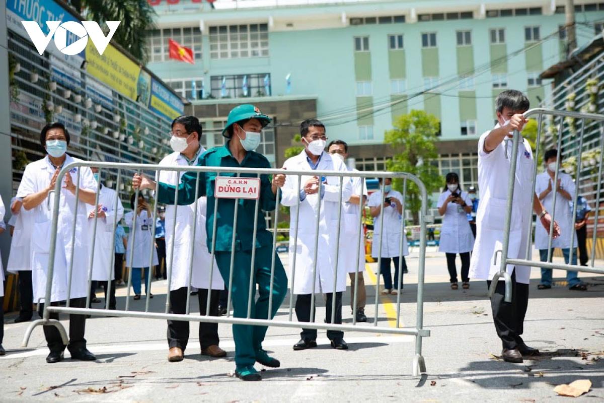 Hình ảnh dỡ bỏ phong tỏa bệnh viện K cơ sở Tân Triều - ảnh 4