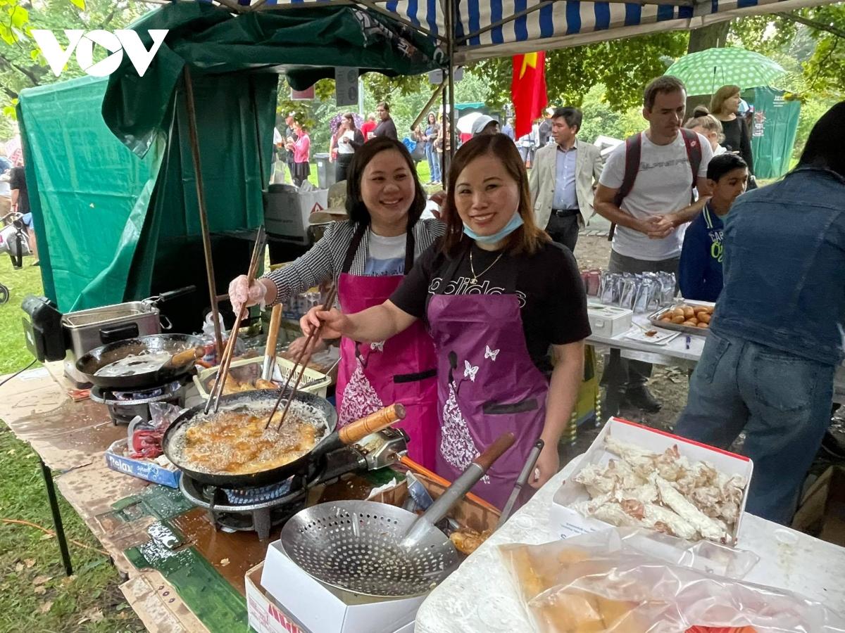 """Ấn tượng Việt Nam tại """"Lễ hội hành tinh màu 2021"""" ở CH Séc - 4"""
