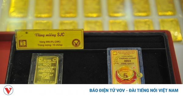 Giá vàng trong nước giảm nhẹ ngược chiều với vàng thế giới | VOV.VN