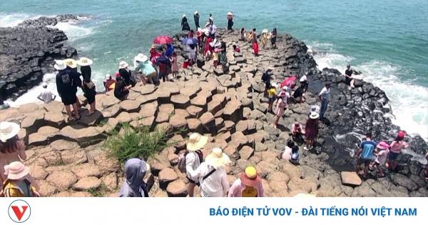 Phú Yên mở cửa trở lại các điểm tham quan, du lịch, vui chơi giải trí   VOV.VN