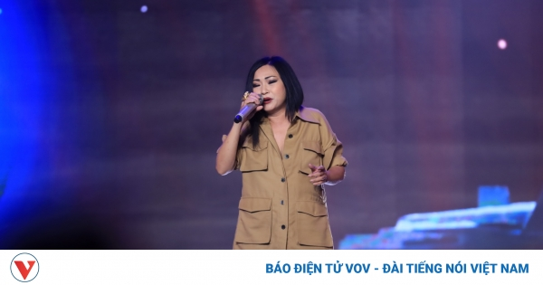 """Ca sĩ Phương Thanh tái xuất khác lạ sau tuyên bố """"biến mất vĩnh viễn"""""""