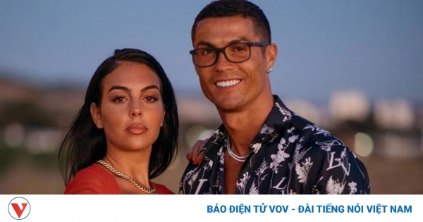Choáng váng: Ronaldo cầu hôn bạn gái bằng nhẫn kim cương trị giá... 18 tỷ đồng | VOV.VN