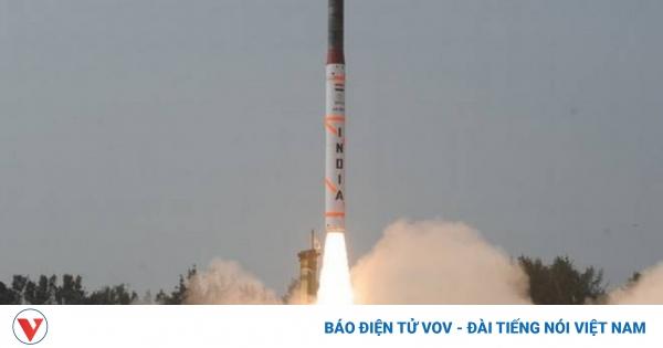 Ấn Độ lần đầu phóng thử nghiệm thành công tên lửa đất đối không thế hệ mới | VOV.VN
