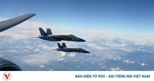 Xem màn tiếp nhiên liệu trên không ngoạn mục của phi đội bay Blue Angles | VOV.VN