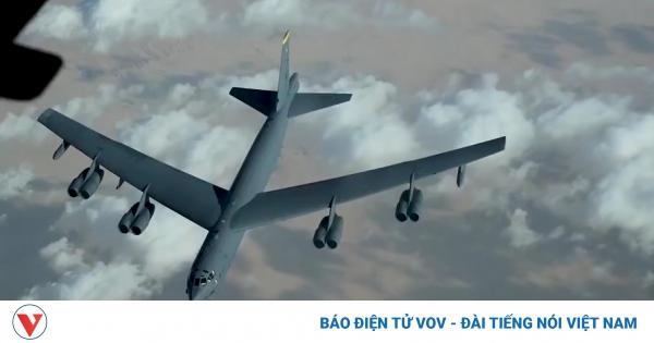 Cận cảnh KC-10 Extender tiếp nhiên liệu cho oanh tạc cơ B-52 trên bầu trời Trung Đông | VOV.VN