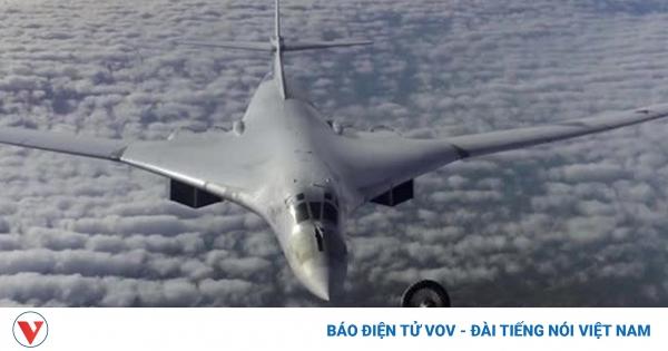 Thiên nga trắng Tu-160 tiếp nhiên liệu trên không trong đêm khi bay qua Bắc cực | VOV.VN