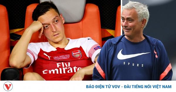 Mesut Ozil cạnh khóe Tottenham, Jose Mourinho đáp trả