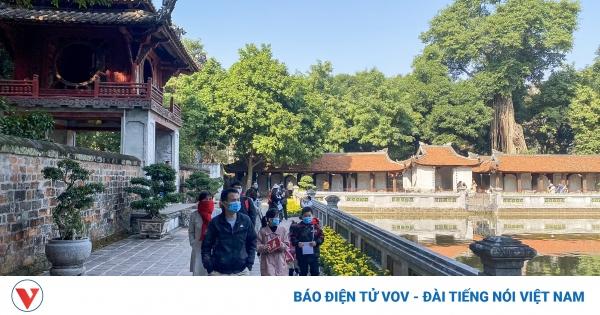 Covid-19 'phơi bày' điểm yếu của du lịch Hà Nội | VOV.VN