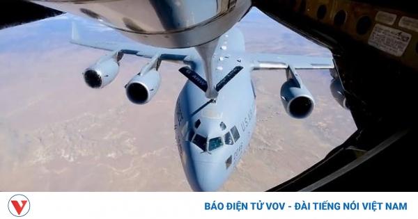 Vận tải cơ C-17 Globlemaster được tiếp nhiên liệu trên đường tới Thái Bình Dương | VOV.VN