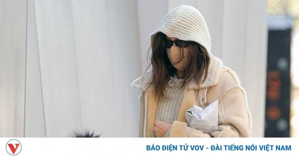 Siêu mẫu Irina Shayk che chắn cẩn thận đưa con gái cưng ra phố