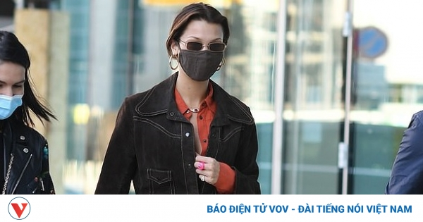 """Bella Hadid tái xuất """"cực ngầu"""" tại sân bay ở Ý"""