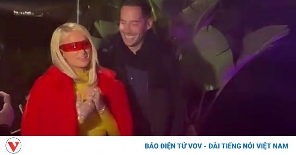 Paris Hilton hạnh phúc đón sinh nhật muộn bên bạn trai và bạn bè