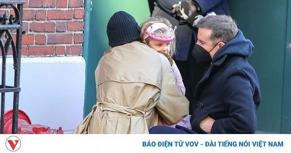 Irina Shayk và tình cũ thân mật đưa con gái cưng đến trường trong ngày sinh nhật