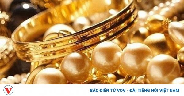 Giá vàng SJC giảm nhanh về dưới mốc 56 triệu đồng/lượng | VOV.VN