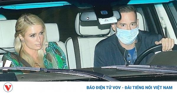 Paris Hilton dịu dàng đi ăn tối cùng bạn trai
