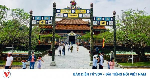 Giảm 50% phí tham quan các điểm di tích lịch sử văn hóa Huế cho khách theo tour | VOV.VN