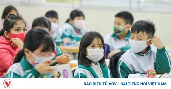 Xúc cảm đặc biệt của học sinh trường Tiểu học Xuân Phương ngày trở lại trường | VOV.VN