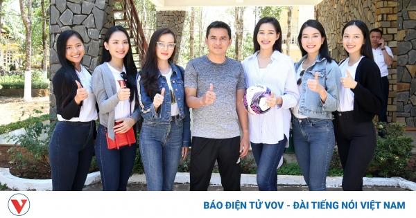 HLV Kiatisuk bị dàn Hoa hậu Việt Nam bủa vây trước thềm đại chiến HAGL - TPHCM | VOV.VN