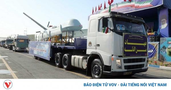Iran khoe loạt UAV tự sản xuất trong lễ duyệt binh Ngày Quân đội quốc gia | VOV.VN