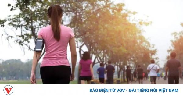 Tại sao đi bộ buổi sáng tốt cho tim mạch hơn buổi tối? | VOV.VN