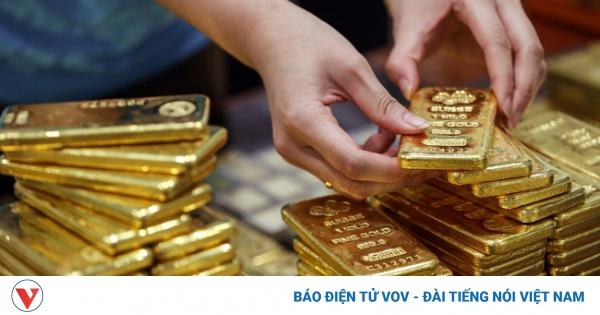 Giá vàng trong nước diễn biến ngược chiều với vàng thế giới | VOV.VN