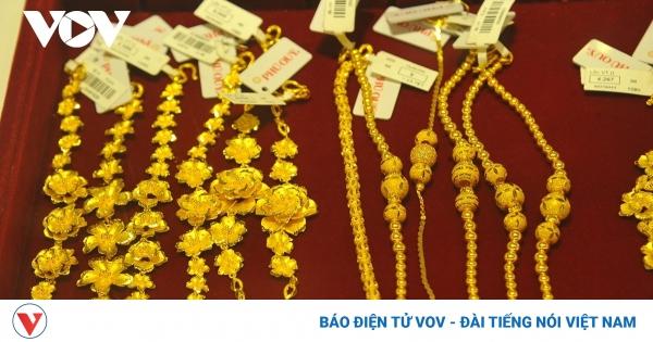 Giá vàng trong nước lao dốc | VOV.VN