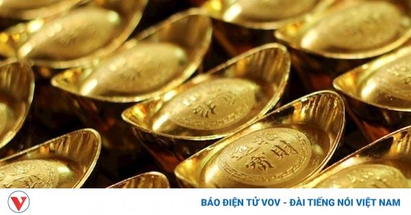 Giá vàng thế giới giảm mạnh, thấp hơn giá bán vàng SJC 6,43 triệu đồng/lượng | VOV.VN