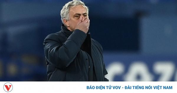 CHÍNH THỨC: Tottenham sa thải HLV Mourinho | VOV.VN