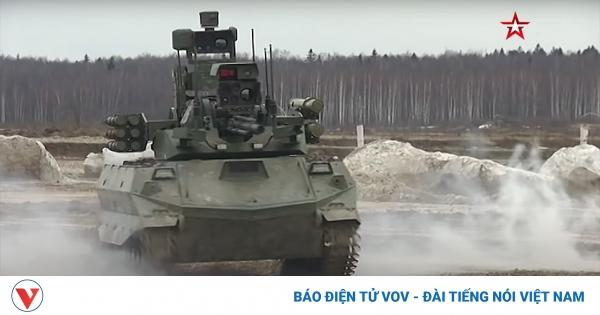 Nga phô diễn sức mạnh xe tăng robot mới giữa lúc căng thẳng với Ukraine   VOV.VN