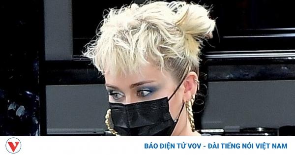 Miley Cyrus diện đồ phong cách tại buổi diễn tập Saturday Night Live
