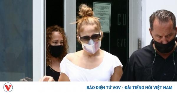 """Jennifer Lopez trở lại phòng tập gym sau khi đi nghỉ dưỡng cùng """"tình cũ"""" Ben Affleck"""