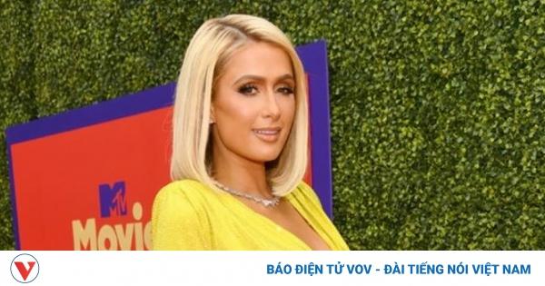 Paris Hilton tái xuất xinh đẹp trên thảm đỏ MTV Movie & TV Awards 2021