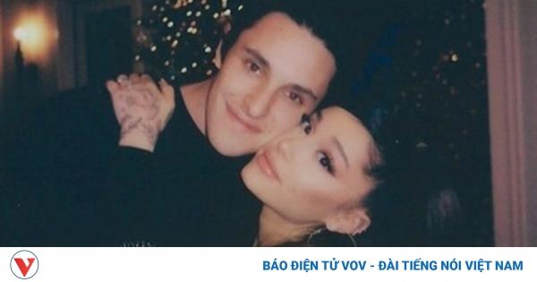 Nữ ca sĩ Ariana Grande bí mật kết hôn với bạn trai kém tuổi