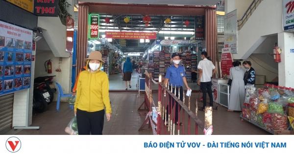 Người dân Đà Nẵng chia ngày đi chợ theo phiếu để phòng dịch | VOV.VN