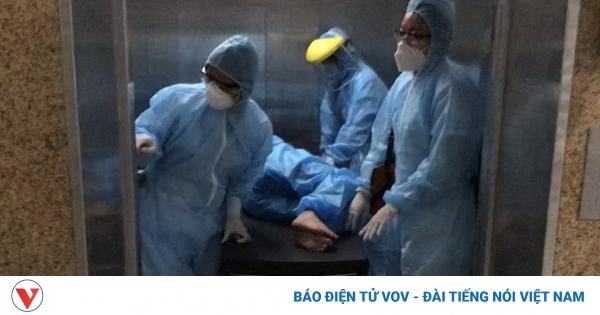 Mổ cấp cứu thành công sản phụ chuyển dạ trong khu cách ly tại Đà Nẵng | VOV.VN