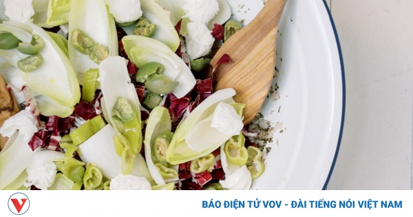 Đánh bay cơn nóng với các món salad giải nhiệt mùa hè | VOV.VN