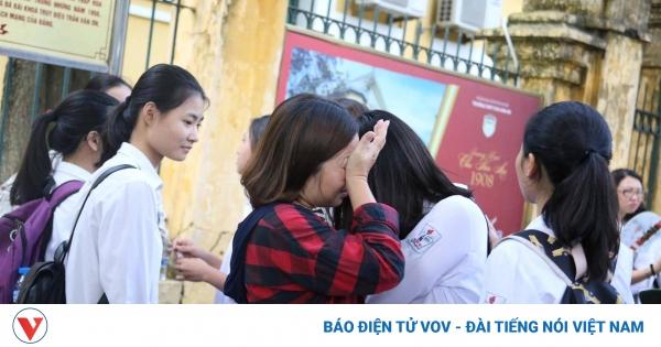 Phụ huynh, học sinh lớp 9 ở Hà Nội đứng ngồi không yên vì dịch Covid-19 | VOV.VN