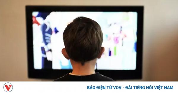Làm thế nào để giảm tác hại của ti vi, điện thoại đối với trẻ? | VOV.VN