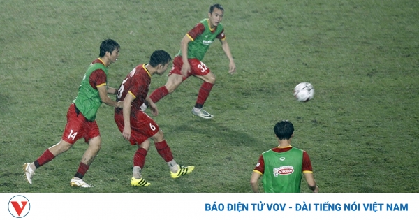 ĐT Việt Nam đội mưa