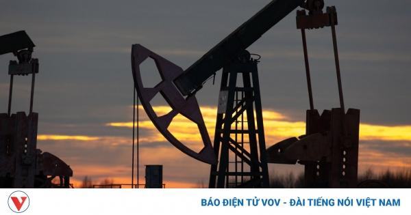 Tin giá dầu mới nhất: Giá dầu tăng vọt, vượt ngưỡng 70 USD/thùng
