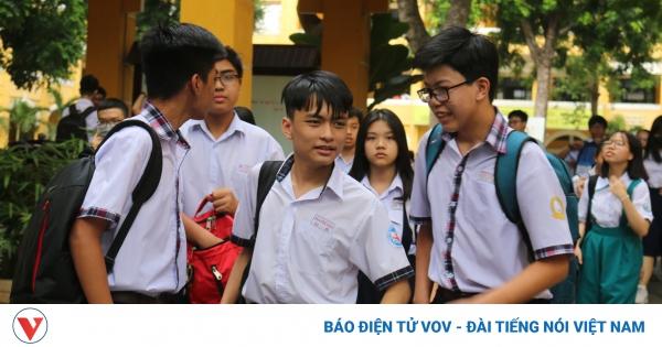 Các trường ở TP HCM vẫn ôn tập trực tuyến cho học sinh chờ thi vào lớp 10 | VOV.VN